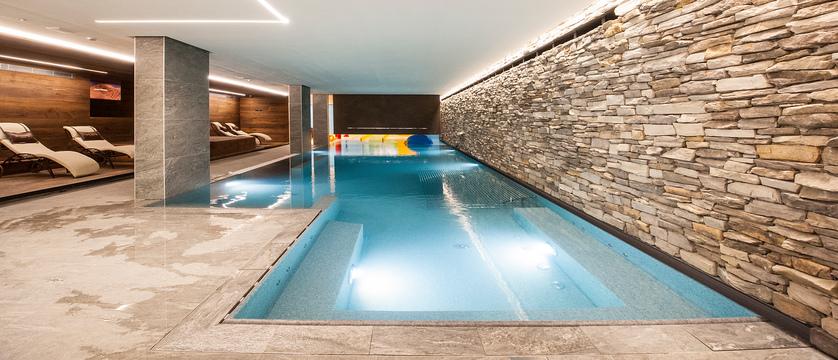 italy_livigno_hotel-touring_pool.jpg